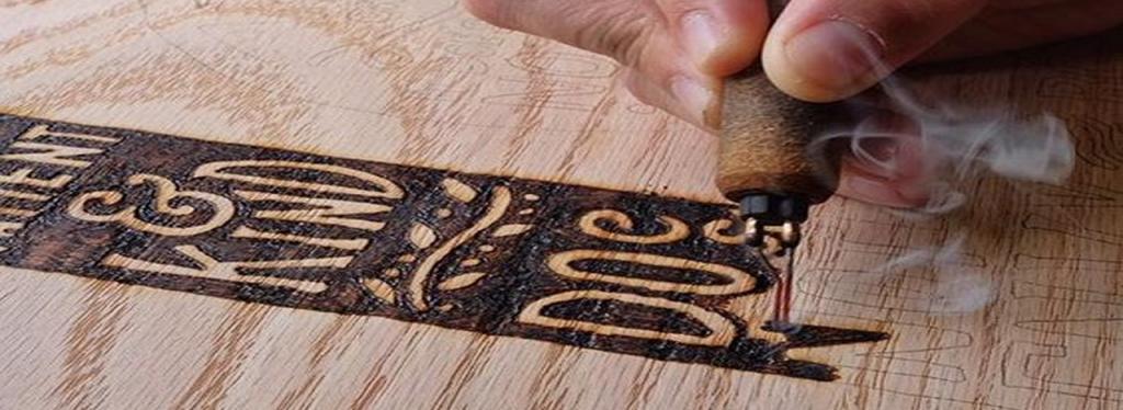Dubujando madera con pirografo